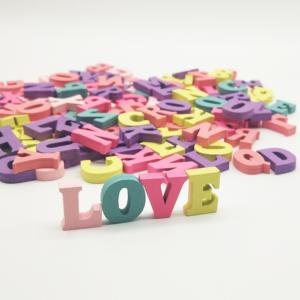 100 färgglada bokstäver engelska alfabetet